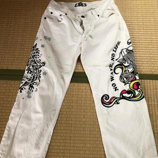 カラクリタマシイ(絡繰魂)の流儀圧搾 刺繍縫い白パンツ(デニム/ジーンズ)