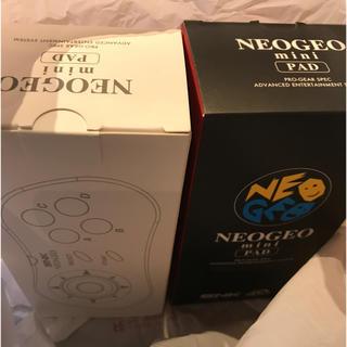 ネオジオ(NEOGEO)の  NEOGEO mini PAD コントローラー  白1個と黒1個 (家庭用ゲーム本体)