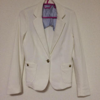 ジーユー(GU)の白ジャケット(ノーカラージャケット)