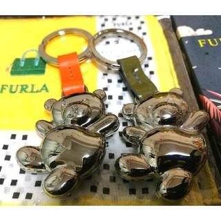 フルラ(Furla)のフルラFURLAのペアのくまさんキーホルダーと、FURLAハンカチと非売品ノート(キーホルダー)