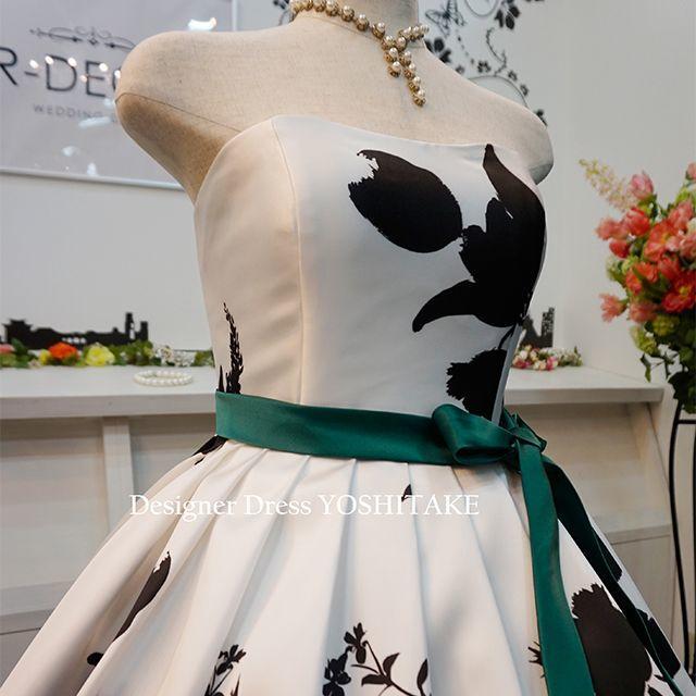 ウエディングドレス(パニエ無料) 白黒花柄/白ベース 披露宴/二次会 レディースのフォーマル/ドレス(ウェディングドレス)の商品写真