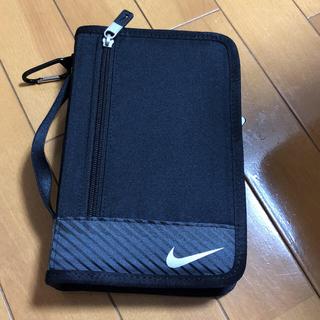 ナイキ(NIKE)の新品 NIKE スポーツポーチ 旅行 通帳 日用品(旅行用品)