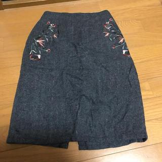 サンゴ(sango)の刺繍スカート(ひざ丈スカート)