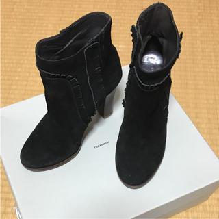 ティラマーチ(TILA MARCH)のショートブーツ ブラック スエード TILA MARCH ティラマーチ 黒(ブーツ)