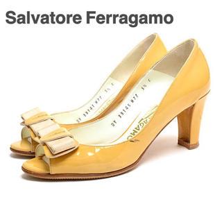 サルヴァトーレフェラガモ(Salvatore Ferragamo)のサルバトーレフェラガモ エナメル パンプス イエローベージュ 5.5 23cm(ハイヒール/パンプス)