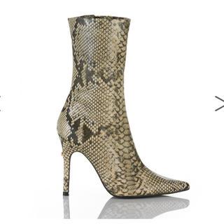 イエローブーツ(Yellow boots)のYELLOショートブーツ超美品ヘビ柄蛇柄KAA星あや浜崎あゆみ(ブーツ)