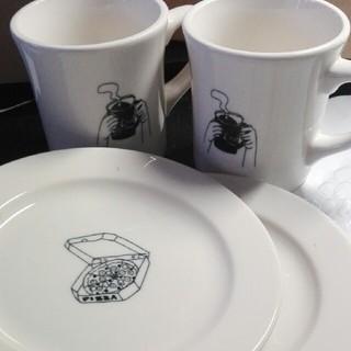ウニコ(unico)のunico ウニコ マグカップ2個とプレート2枚 新品未使用(グラス/カップ)