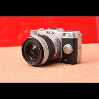 ペンタックス(PENTAX)のPENTAX ペンタックス Q10 レンズキット!選べるバック色 11-05(ミラーレス一眼)