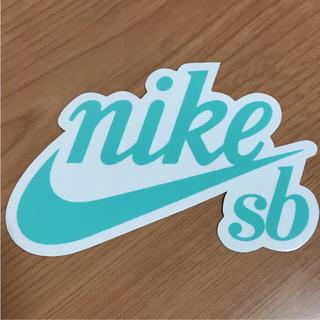 ナイキ(NIKE)の【縦8.7cm横13.5cm】 ステッカー 二枚(ステッカー)