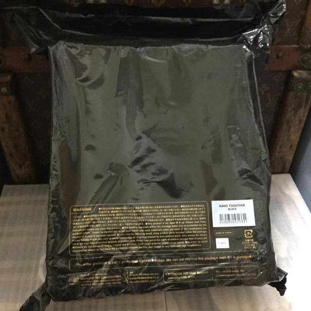 MEDICOM TOY(メディコムトイ)の送料込 メディコムトイ KAWS カウズ TOGETHER 黒 エンタメ/ホビーのフィギュア(その他)の商品写真