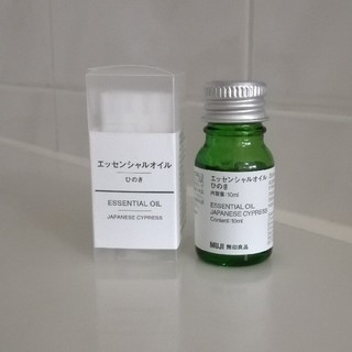 ムジルシリョウヒン(MUJI (無印良品))の新品MUJIエッセンシャルオイルひのき10ml(エッセンシャルオイル(精油))