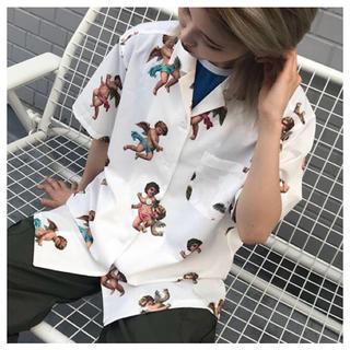 セブンパーセントモアピンク(7% more PINK)の7%morePINK エンジェル 天使 開襟シャツ(Tシャツ(半袖/袖なし))