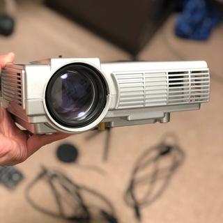 小型 LEDプロジェクター 三脚付き (プロジェクター)
