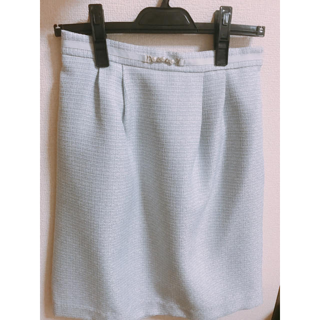 PATTERN fiona(パターンフィオナ)のパール付きスカート レディースのスカート(ひざ丈スカート)の商品写真