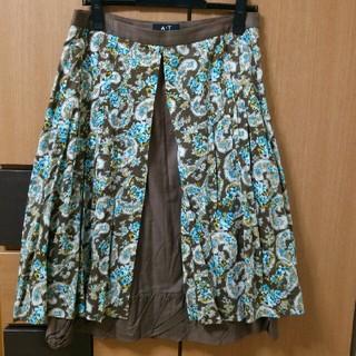 エーティー(A/T)のA/T 花柄 エプロンスカート(ひざ丈スカート)