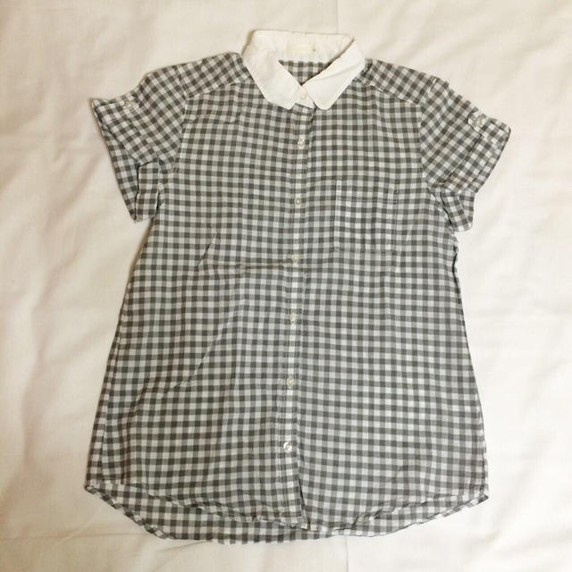 GU(ジーユー)の淡いグレーのギンガムチェックシャツ♡ レディースのトップス(シャツ/ブラウス(半袖/袖なし))の商品写真