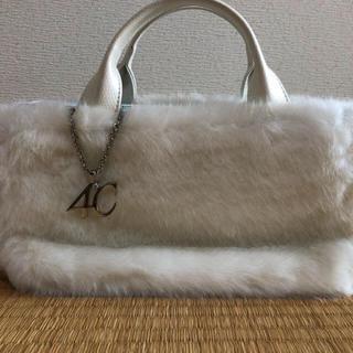 ヨンドシー(4℃)の【送料込み】4℃ホワイトファーバッグ(ハンドバッグ)