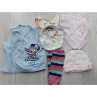 Disney - フリースベスト ♡ ミトン レッドウォーマー 帽子 マフラー 新生児 セット
