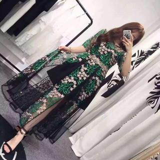 セルフポートレイト(SELF PORTRAIT)のワンピース 透け感 チュール 刺繍 スリム セクシー ファッション(ロングワンピース/マキシワンピース)