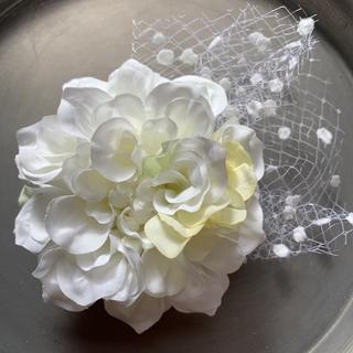 toytoy227 コサージュ ダリア ホワイト 髪飾り 結婚式 セレモニー(コサージュ/ブローチ)