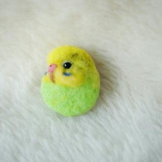 羊毛フェルト ブローチ 黄緑黄色(コサージュ/ブローチ)