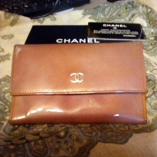 シャネル(CHANEL)のレアシャネル 限定品 エナメル中財布(財布)