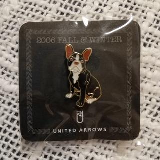 ユナイテッドアローズ(UNITED ARROWS)のUNITED ARROWS  ピンバッチ フレンチブルドッグ(ブローチ/コサージュ)