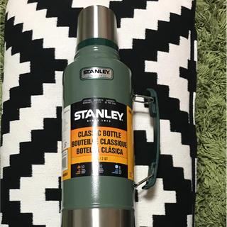 スタンレー(Stanley)の新品スタンレーステンレス魔法瓶1.89Lグリーン水筒(食器)