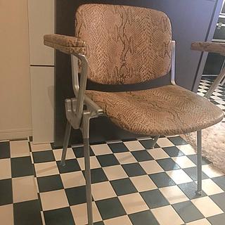 オオツカカグ(大塚家具)のカルテリチェア23万オーダー蛇革本物 シリアルナンバーあり(その他)