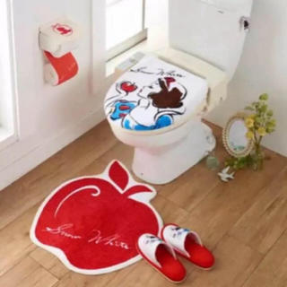 ディズニー(Disney)の新品未使用品 【白雪姫 トイレマット&フタカバーの 2点セット】 (トイレマット)