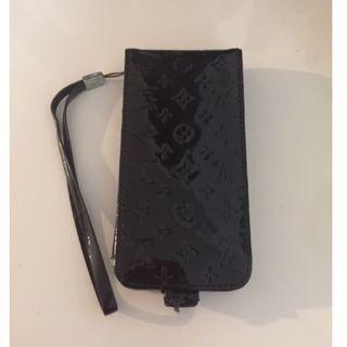 ルイヴィトン(LOUIS VUITTON)のLOUIS VUITTON(箱なし) 黒/スマホケース iPhone5s(iPhoneケース)