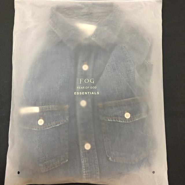 FEAR OF GOD(フィアオブゴッド)のSサイズ Essentials Denim Long Sleeve Shirt メンズのトップス(シャツ)の商品写真