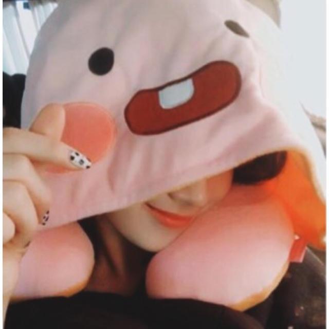 カカオフレンズ ネックピロー エンタメ/ホビーのおもちゃ/ぬいぐるみ(キャラクターグッズ)の商品写真