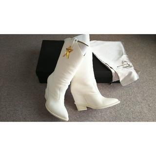 ジュゼッペザノッティデザイン(Giuseppe Zanotti Design)の新品 ジュゼッペザノッティ メタルスターブーツ 白 ホワイト(ブーツ)