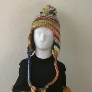 手編み★ボンボン付カラフルな耳当て帽子★M~L(帽子)