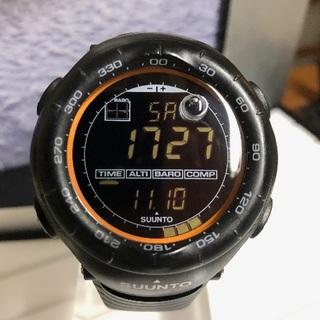 スント(SUUNTO)の【お洒落】スント ベクター ブラックxオレンジ(腕時計(デジタル))