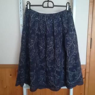エマジェイム(EMMAJAMES)の☆美品 刺繍膝又スカート(ひざ丈スカート)