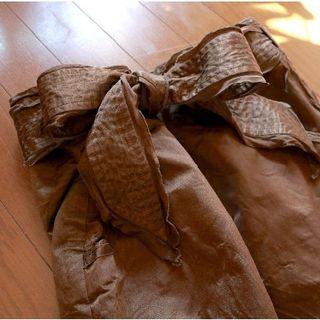 イランイラン(YLANG YLANG)のYLANG YLANG(イランイラン)秋色・鈍ゴールド シルク混スカート(ひざ丈スカート)