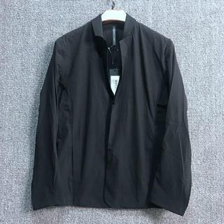アークテリクス(ARC'TERYX)のARC'TERYX2枚紐レジャースーツの上着  Lサイズ 黒(スーツジャケット)
