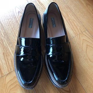 イーボル(EVOL)のEVOLプラットフォームローファー黒25.5(ローファー/革靴)