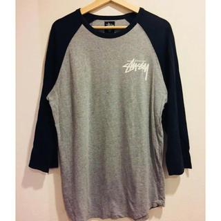 ステューシー(STUSSY)のSTUSSY ラグランTシャツ 筆記体(Tシャツ/カットソー(七分/長袖))
