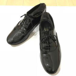 ヌォーボ(Nuovo)のマニッシュシューズ エナメル ブラック(ローファー/革靴)