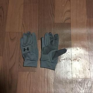 アンダーアーマー(UNDER ARMOUR)の希少 アンダーアーマー グレー YLG 手袋 グローブ ジュニア レディース(手袋)
