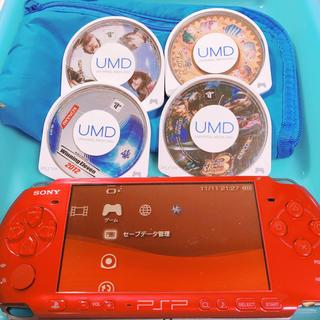 プレイステーションポータブル(PlayStation Portable)のPSP本体+充電器(ソフト2つ(携帯用ゲーム本体)