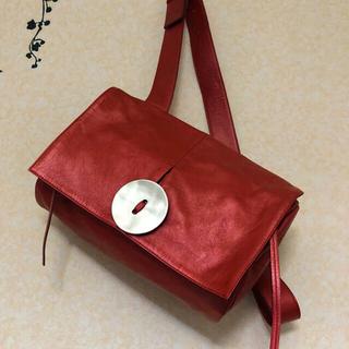 イアパピヨネ(ear PAPILLONNER)のkawa-kawa カワカワ 可愛い赤ショルダー 使用回数少なめ美品(ショルダーバッグ)