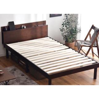 【送料無料!】コンセント付き・高さ調整可能 シングルベッド(シングルベッド)