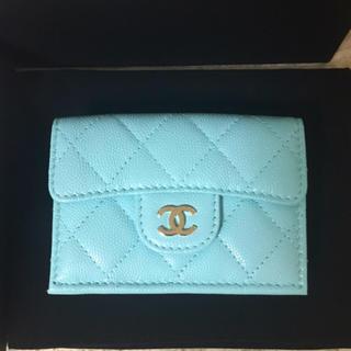 シャネル(CHANEL)の新色限定カラー!CHANEL♡ミニ財布♡三つ折り♡キャビアスキン♡ブルー♡水色♡(財布)