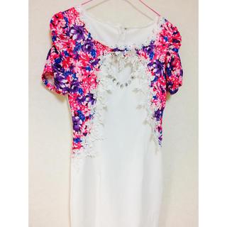 デイジーストア(dazzy store)の花柄刺繍付ピュアホワイトレイヤード風タイトミニドレス(ミニドレス)