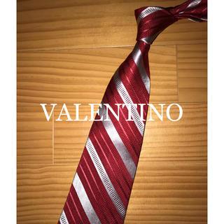 ヴァレンティノ(VALENTINO)の美品 バレンチノ レッドストライプ(ネクタイ)