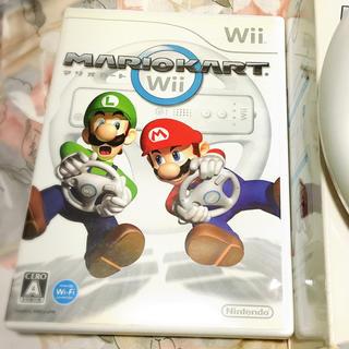 ウィー(Wii)の値下げ中 マリオカート Wii ハンドル付き(家庭用ゲームソフト)